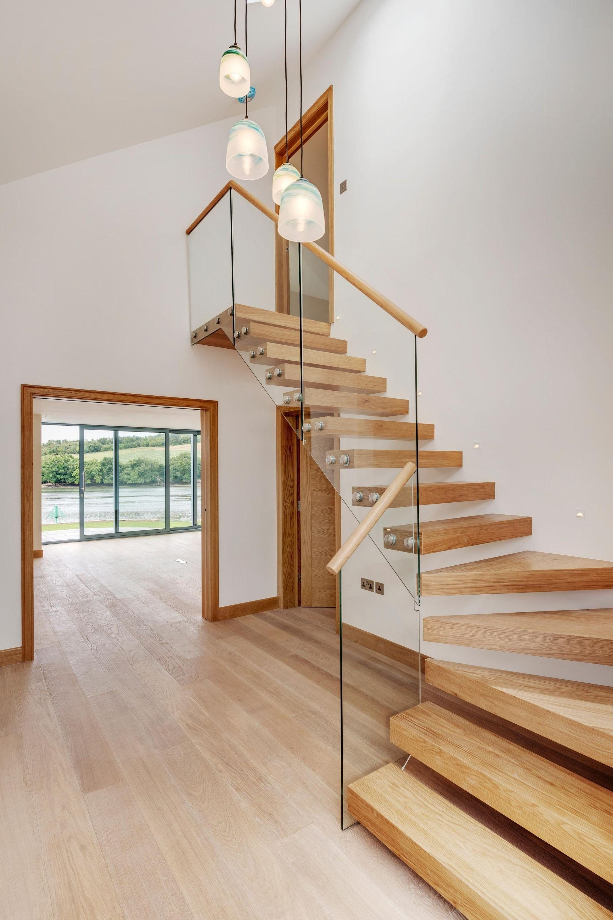 Cantilever or floating stairs