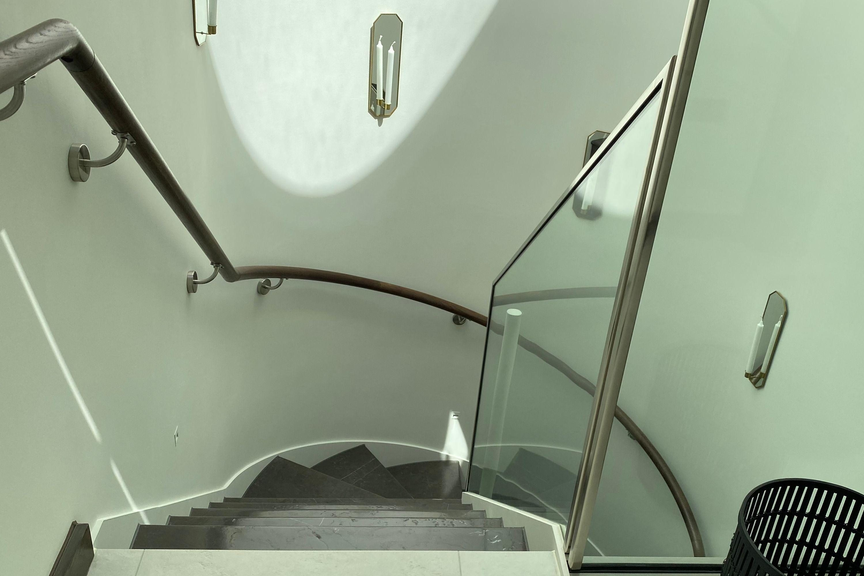 Curved staircase and glass balustrade