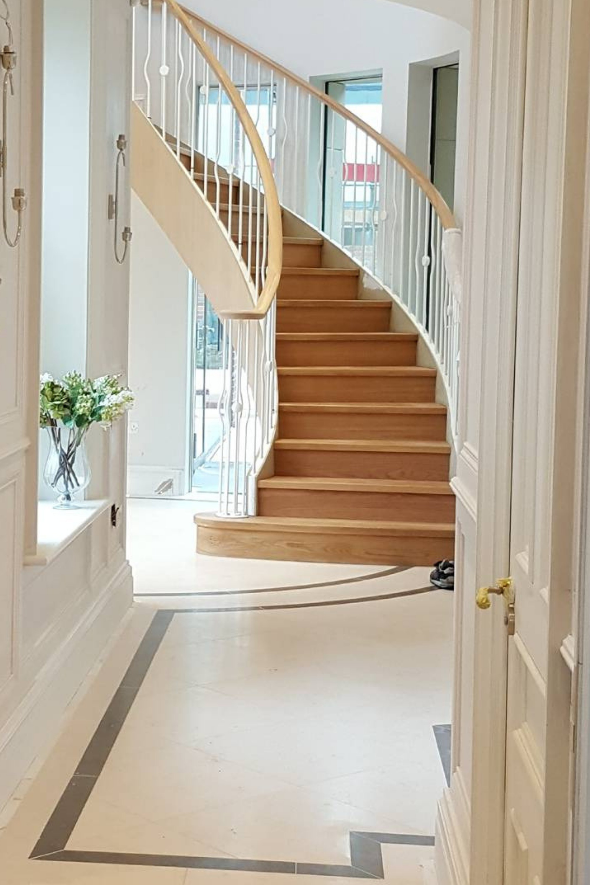 Luxury curved staircase