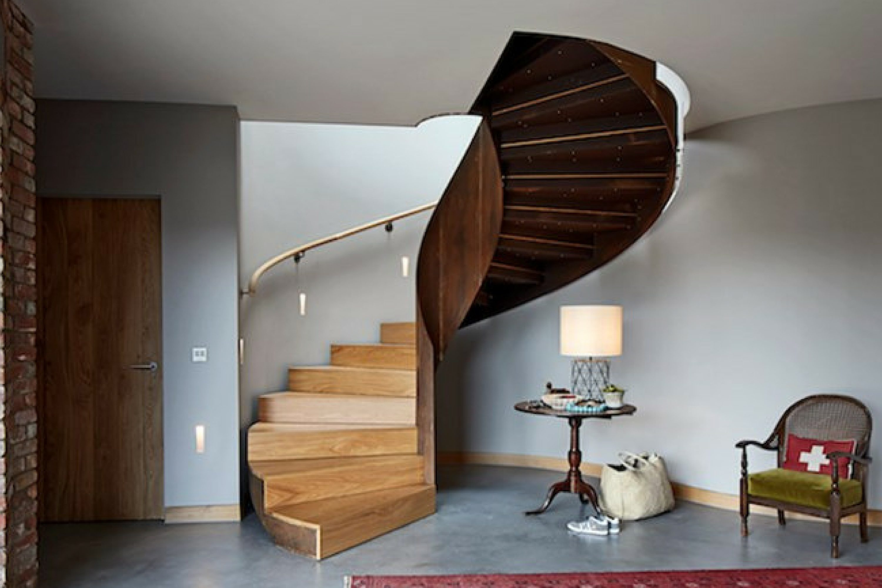 Timber tread curved staircase