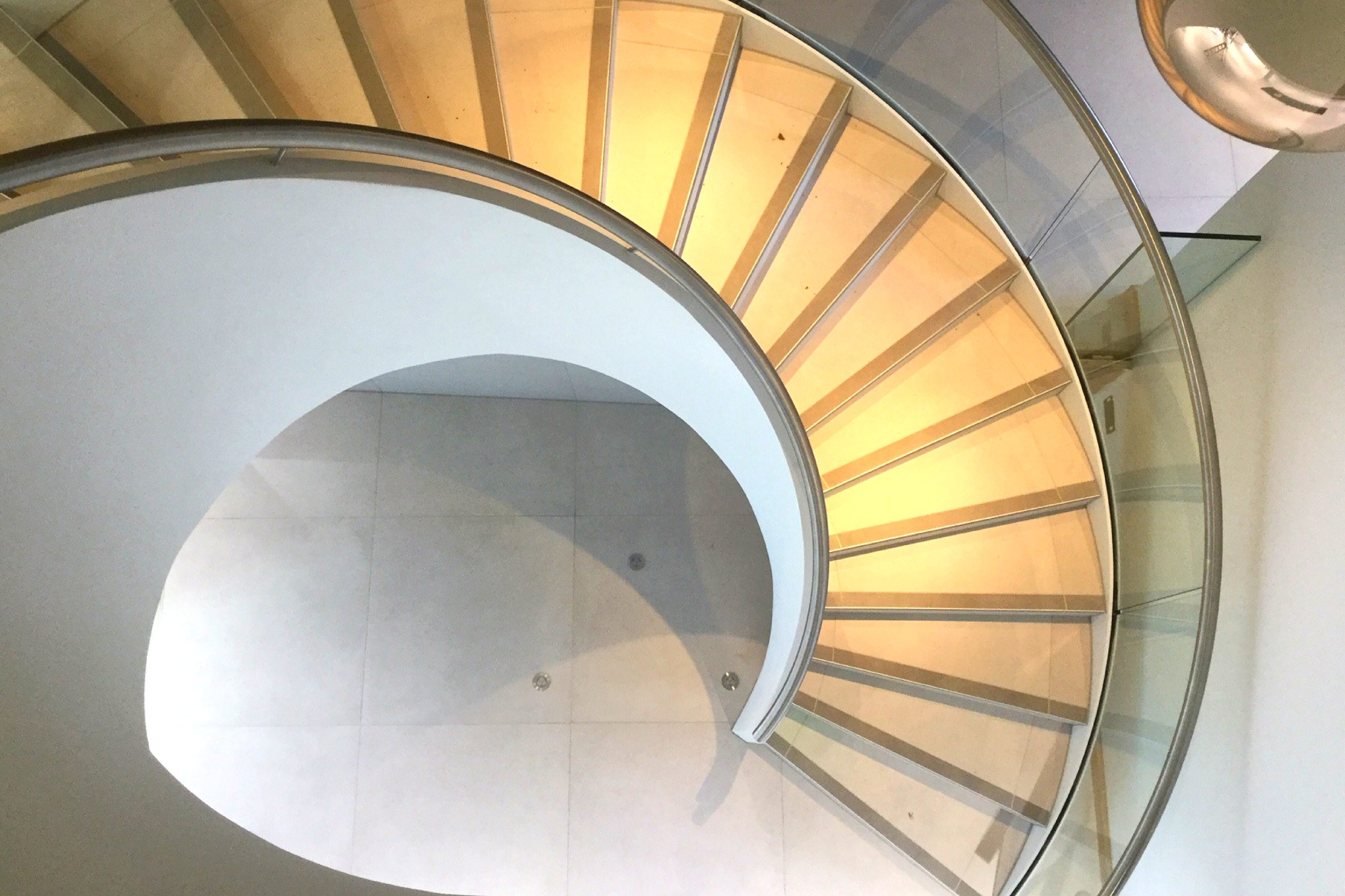 Curve of a commercial helical stair