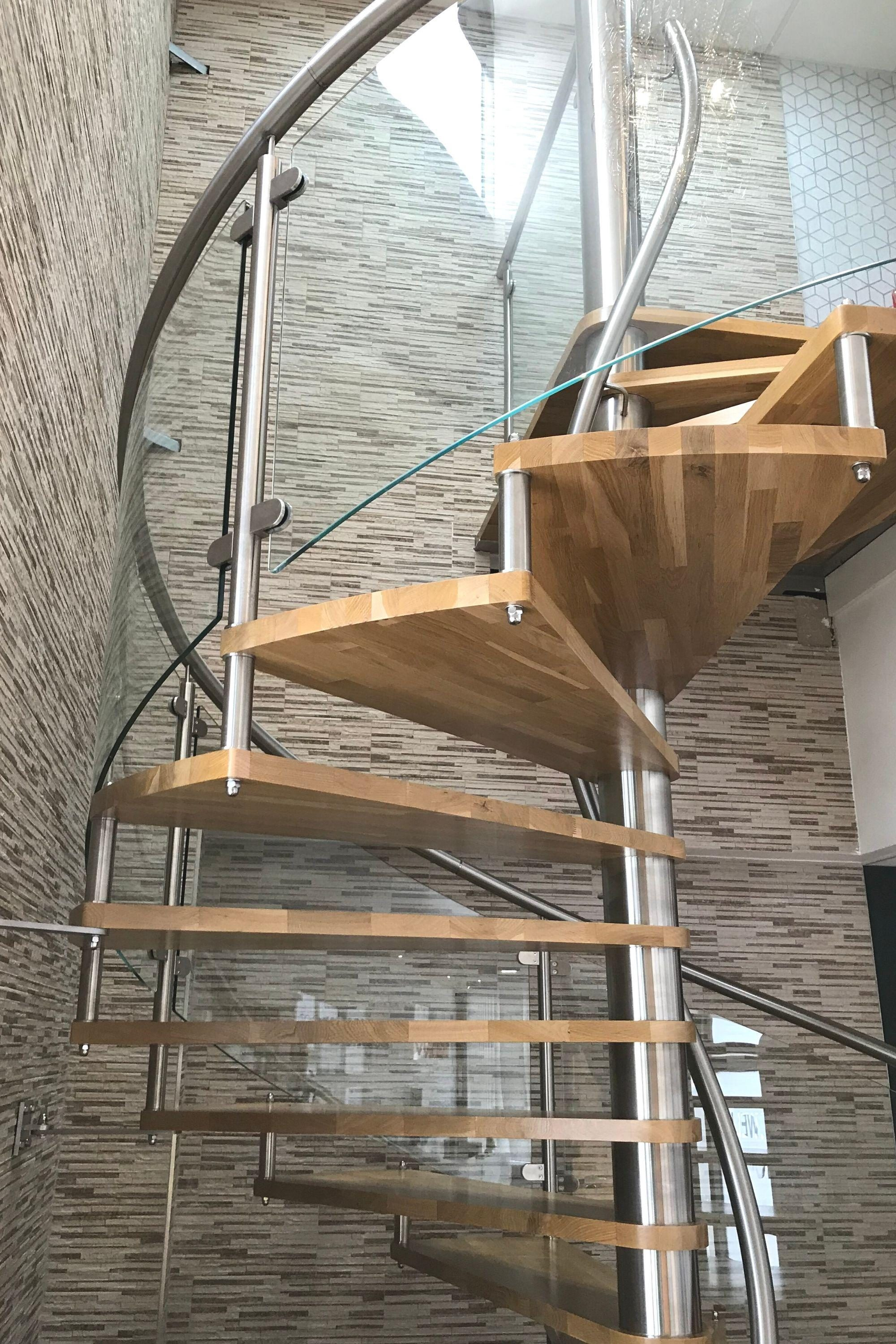 Commercial spiral staircase