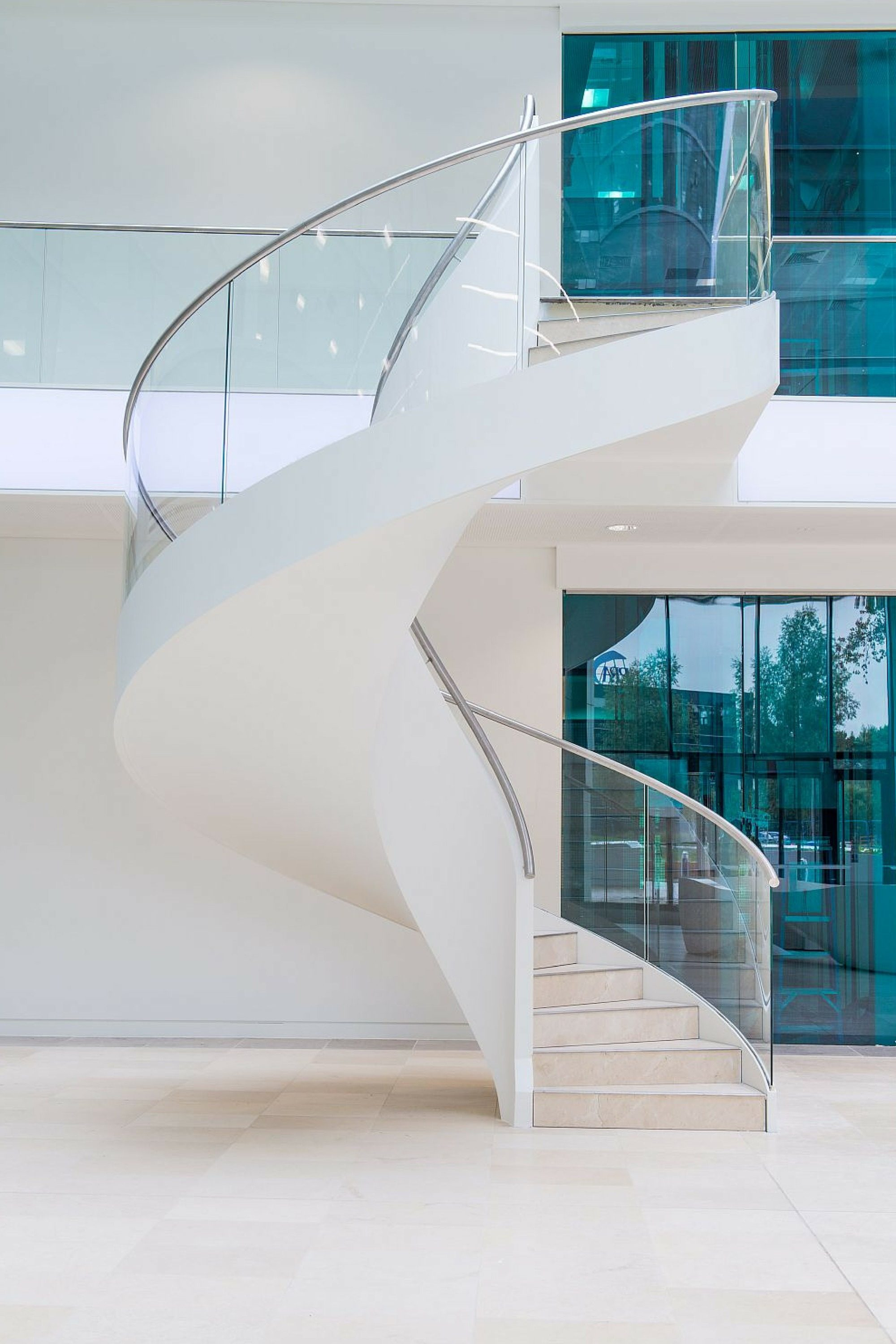 Entrance helical staircase