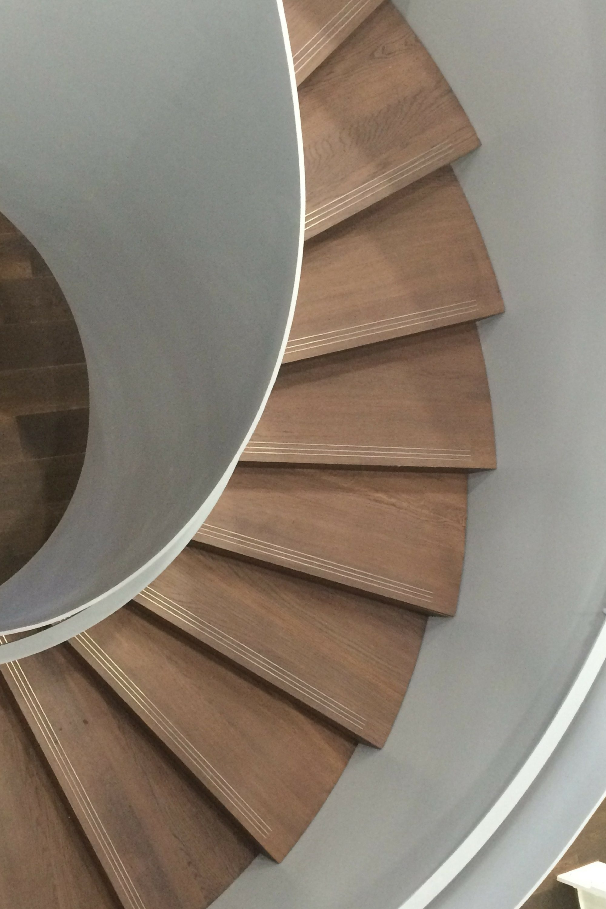 Timber tread on helical stair