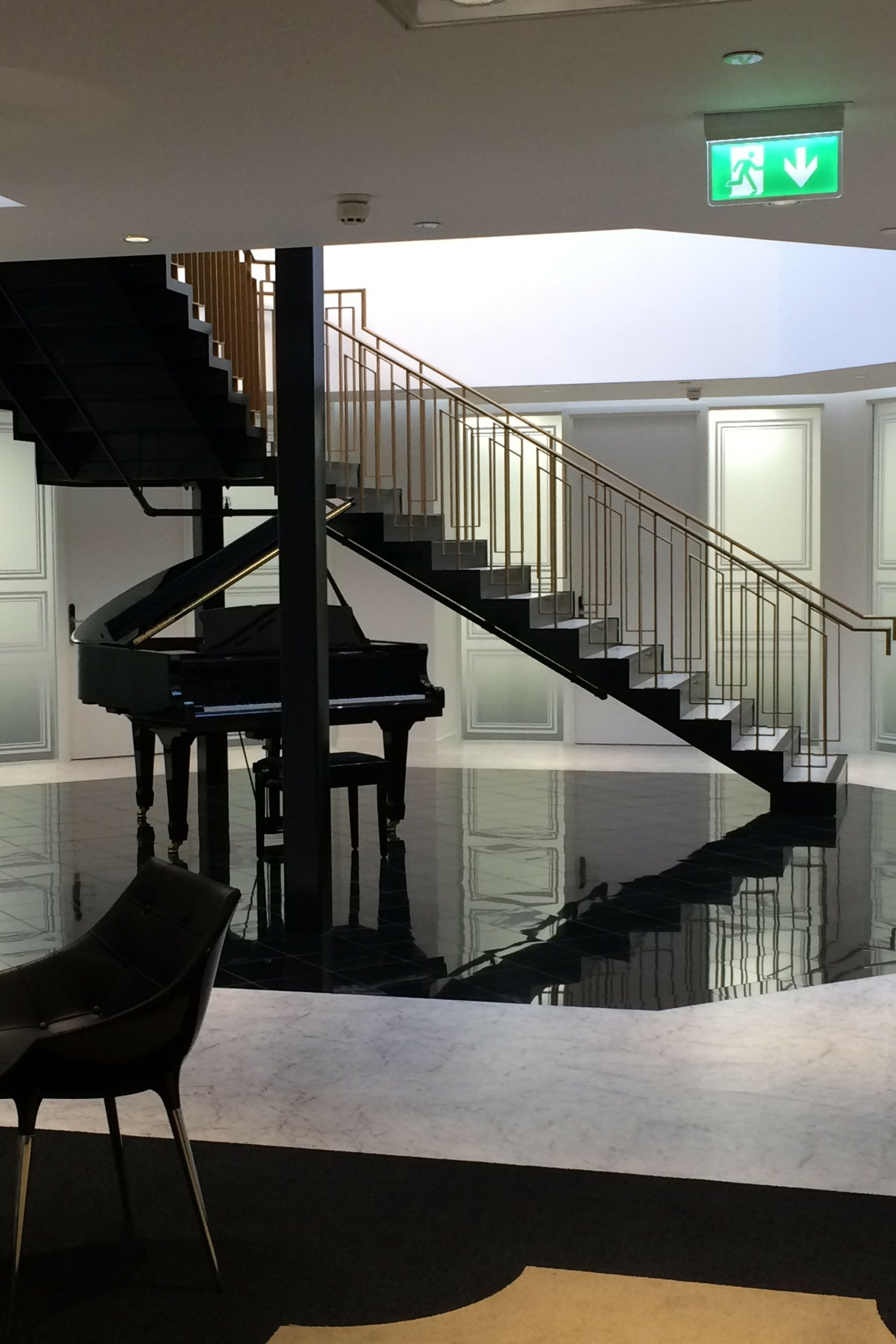 Balustrade to straight stair