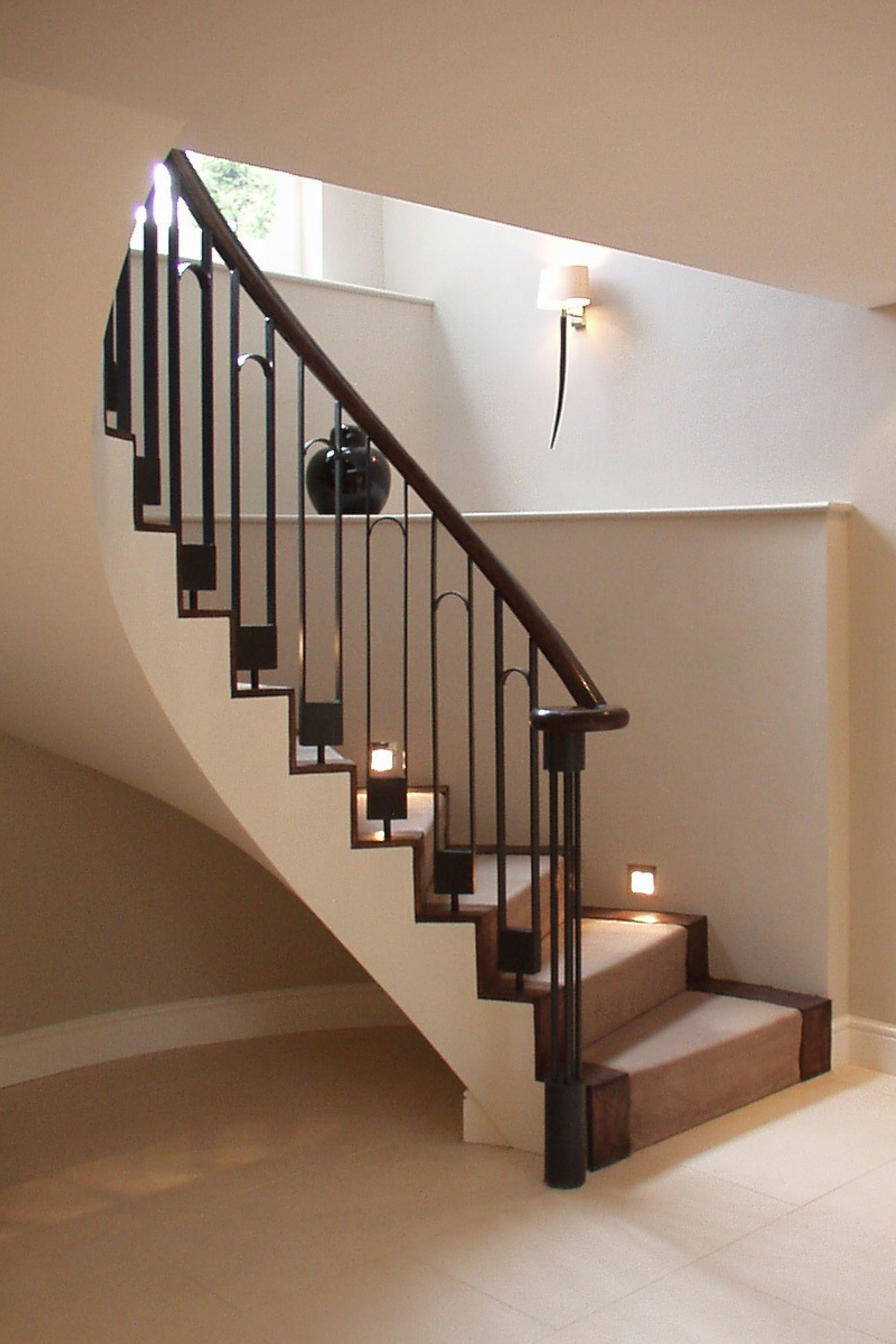 Curved staircase with balustrade