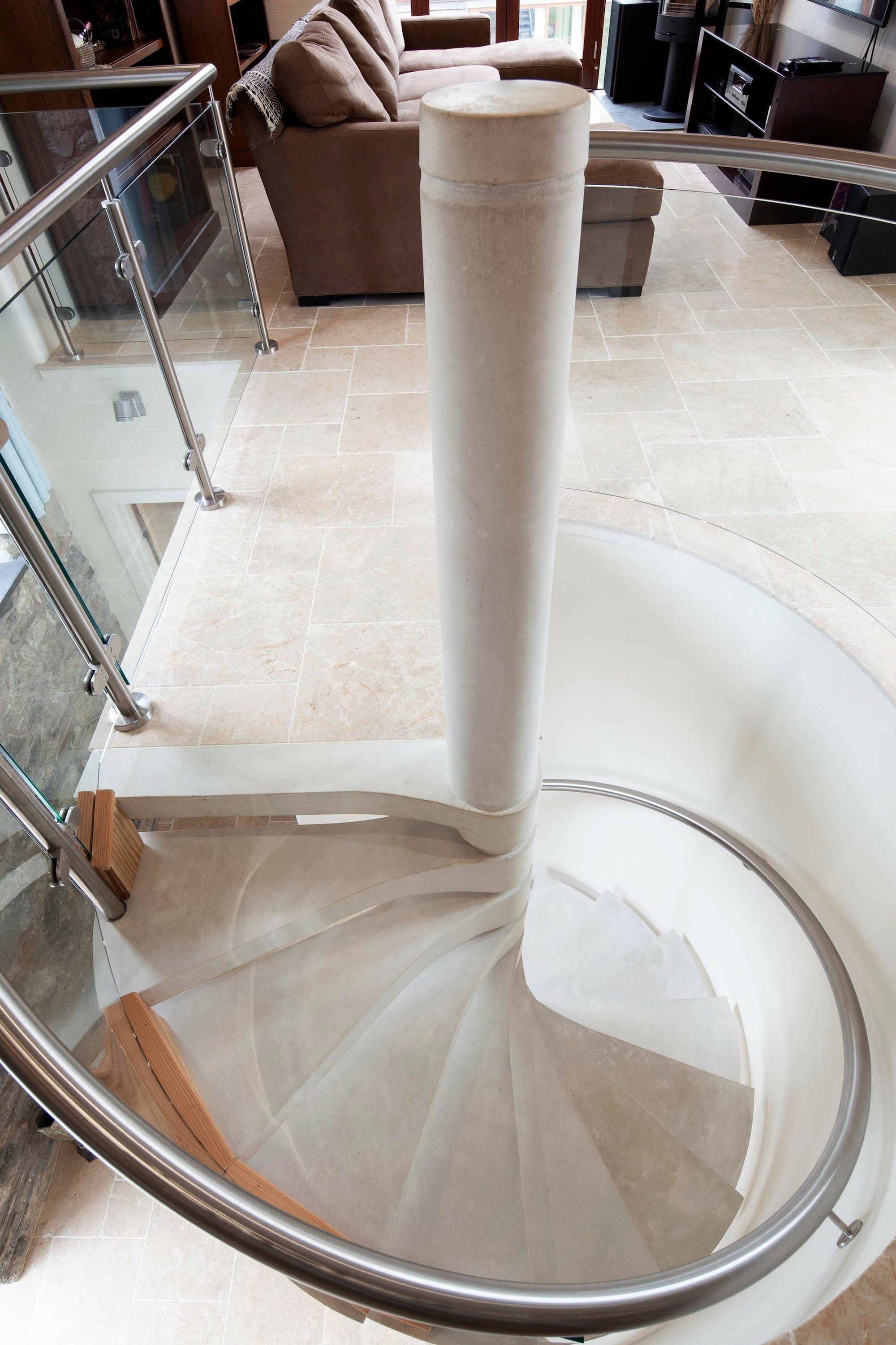 Handrail and balustrade on spiral staircase