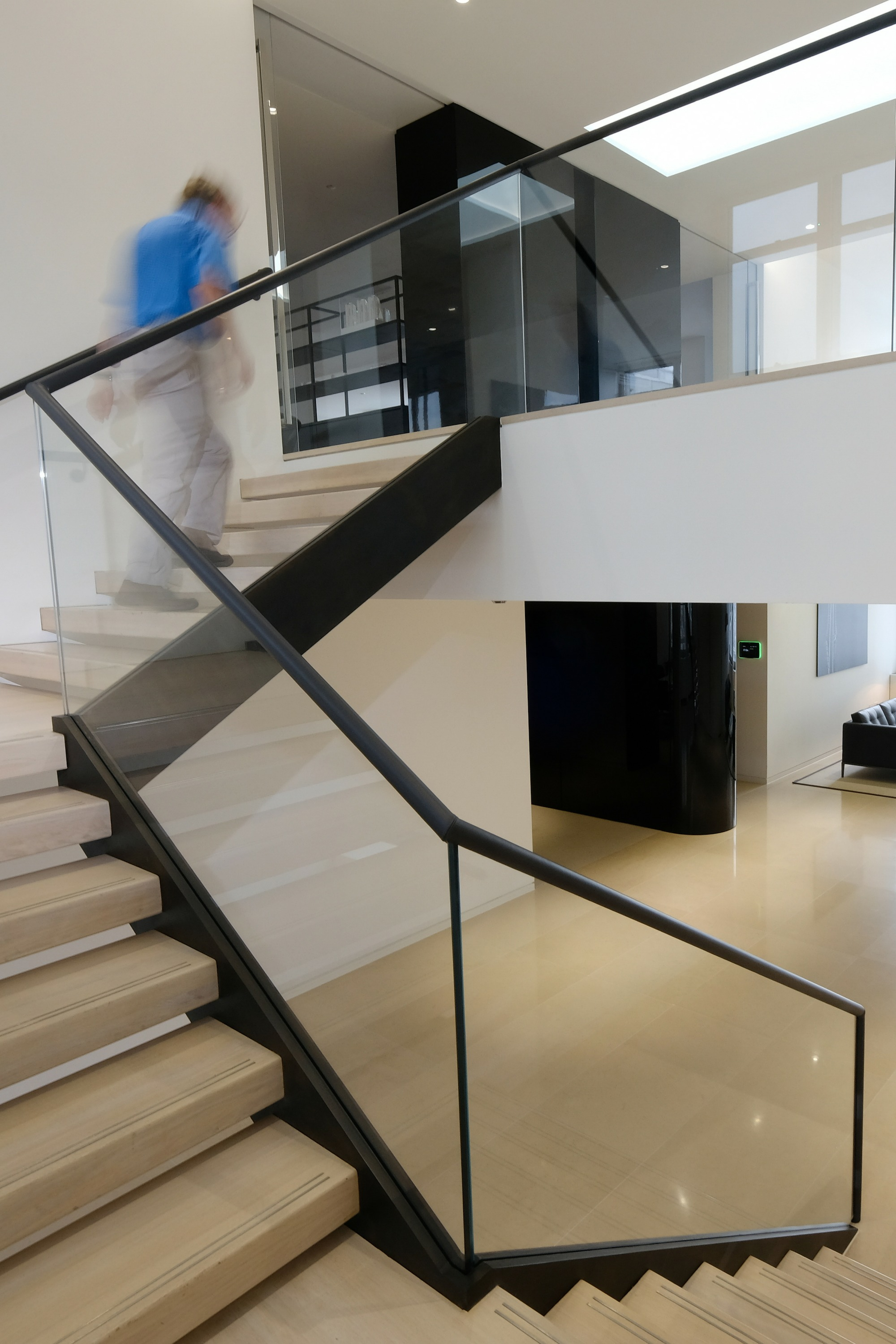 Straight dog-leg office staircase