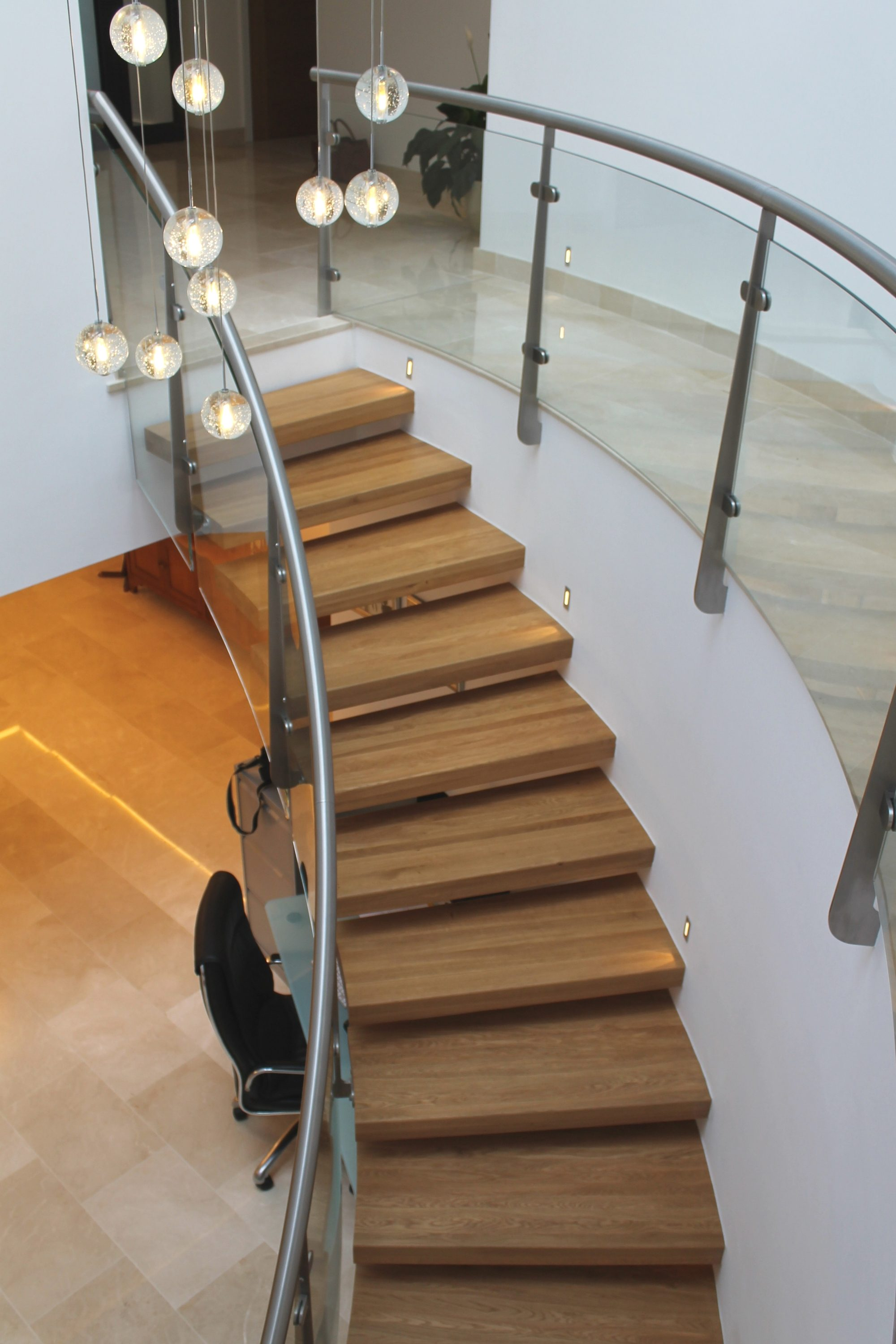 Timber tread cantilever staircase