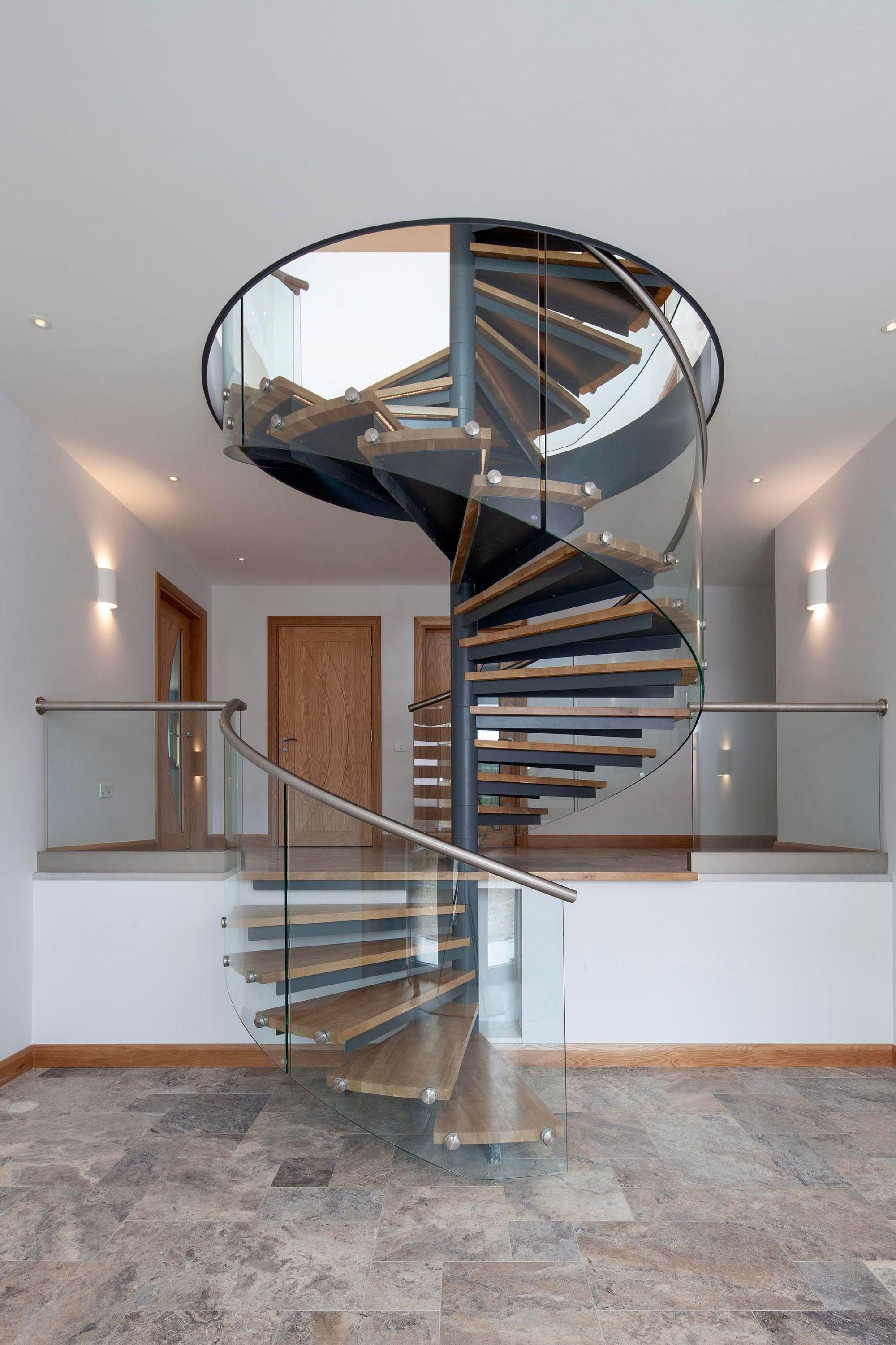 Double flight spiral staircase