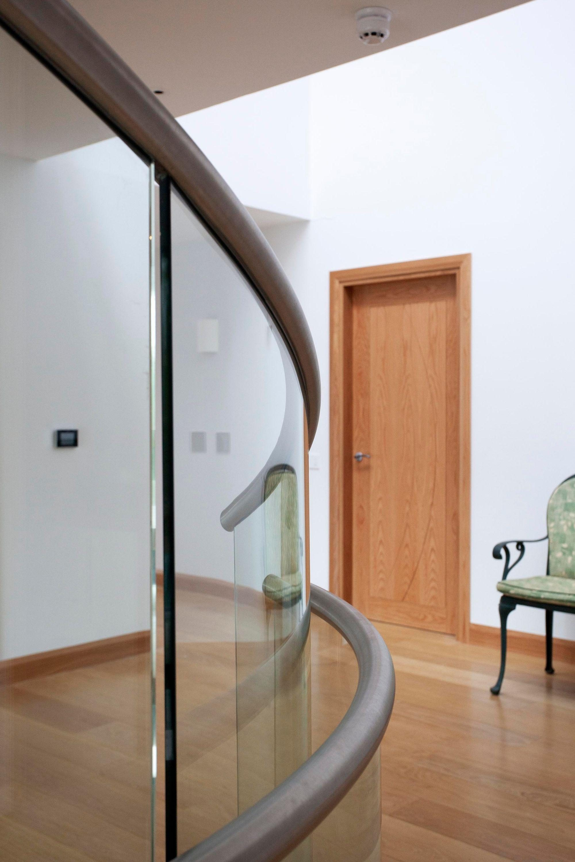 Curved glass balustrade and handrail