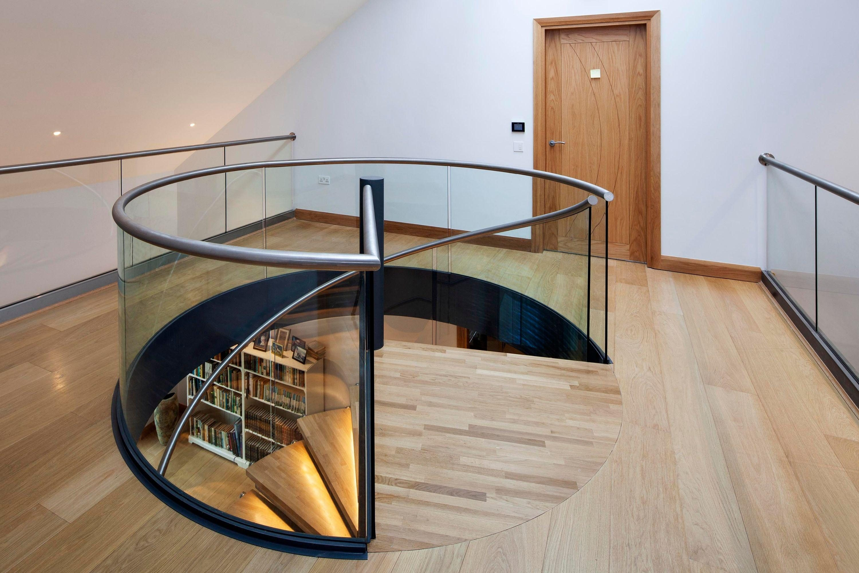 Curved glass balustrade to spiral stairs